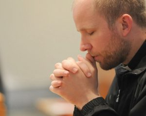 walz_praying